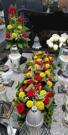 Church Flower Arrangements, Floral Arrangements, Funeral Flowers, Arte Floral, Ikebana, Table Decorations, Crafts, Creative Flower Arrangements, Beautiful Flower Arrangements
