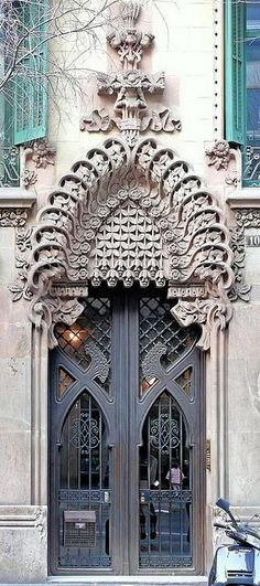 ♅ Detailed Doors to Drool Over ♅ art photographs of door knockers, hardware & portals - Barcelona