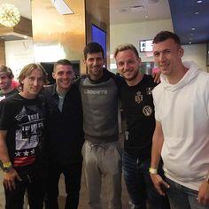 """161.4 ezer kedvelés, 995 hozzászólás – Novak Djokovic (@djokernole) Instagram-hozzászólása: """"Happy to meet nice guys and great football players from Croatian National team. Srećno momci…"""""""