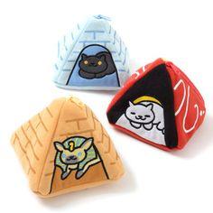Neko Atsume Pyramid...