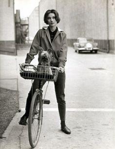 The fifty-sixty Audrey Hepburn style, I adore, via http://algoasibysan.blogspot.com.es