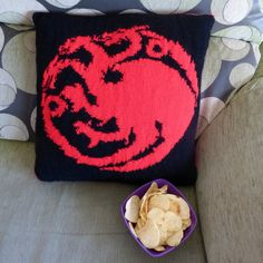 Instant Download Cushion Knitting Pattern Targaryen Game by Dycas