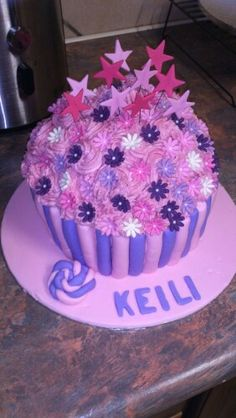 Giant cupcake cake made by Andrea Gomes