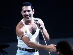 freddie mercury live aid bow at DuckDuckGo Queen Freddie Mercury, Freddie Mercury Quotes, Brian May, John Deacon, Queen Lead Singer, Queen Rock Band, Freedie Mercury, Live Aid, Roger Taylor