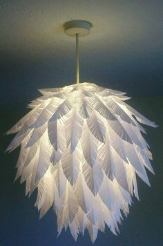 Creative DIY Paper Craft Ideas That Everyone Must See! Today we present you one collection of DIY Paper Craft Ideas offers inspiring ideas. You can make so many different type of crafts with Papers such Diy Luz, Feather Lamp, Deco Luminaire, Diy And Crafts, Paper Crafts, Room Crafts, Decor Crafts, Paper Feathers, Paper Lampshade