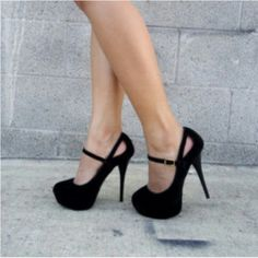 Super cute black heels