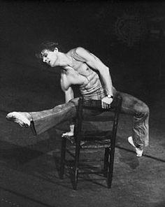 """Mikhaïl Barychnikov dans """"Le jeune homme et la mort"""" de Roland Petit. Le plus grand danseur de sa génération."""