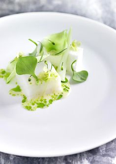 AOC, Copenhagen - Poached cod with summer cabbage and airy egg whites flavored with tarragon - L'art de dresser et présenter une assiette comme un chef de la gastronomie... > http://visionsgourmandes.com > http://www.facebook.com/VisionsGourmandes . #gastronomie #gastronomy #chef #presentation #presenter #decorer #plating #recette #food #dressage #assiette #artculinaire #culinaryart