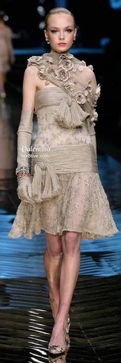 Valentino Rich Embellishments - Farewell Valentino Collection Grey Fashion, High Fashion, Fashion Show, Missoni, Beautiful Gowns, Beautiful Outfits, Valentino Couture, Valentino Garavani, Fendi