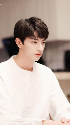 You are so handsome Korean Boys Ulzzang, Cute Korean Boys, Ulzzang Boy, Asian Boys, Beautiful Boys, Pretty Boys, Li Hong Yi, Song Wei Long, Chinese Babies