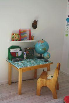 Little desk, so cute