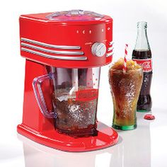 The Nostalgia Electrics Coca-Cola Frozen Beverage Maker all-in-one frozen drink machine will make perfect slush drinks, margaritas, daiquiris, smoothies and more. The two ice shaving options allow you to choose a fine or coarse shaved ice texture. Machine A Granita, Slush Machine, Margarita Machine, Slush Ice, Frozen Drink Machine, Smoothie Mixer, Ice Texture, Ice Shavers, Sodas