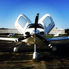 Isn't she sexy - Cirrus SR20 N914TD based out of historic Wings Field with flyADVANCED