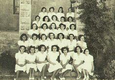 تخريج ممرضات في كلية تعليم التمريض في مدينة القدس - فلسطين 1946م  Graduating nurses in College nursing education in Jerusalem, Palestine 1946