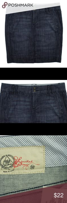 """The GAP Dark Blue Denim Jeans Pencil Skirt Excellent condition! This dark blue denim jeans pencil skirt from The Gap features a zip up closure and back center slit. Measures. Waist: 34"""", hips: 41"""", total length: 21"""" Gap Skirts Pencil"""