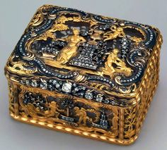 Diamond & Gold Snuff Box, Circa 1740 #SnuffBox #Gold #Antique