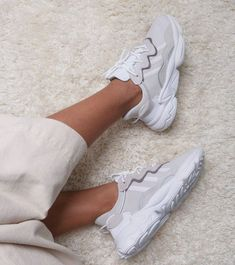 Hottest Sneakers Of The Moment Tenis Vans, Adidas Shoes, Dad Shoes, Me Too Shoes, Cute Sneakers, Shoes Sneakers, Chunky Sneakers, Sneakers Fashion, Fashion Shoes
