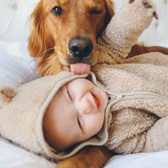 So cute! Golden Retriever pup trying to lick smiling human baby. So Cute Baby, Baby Love, Cute Babies, Babies With Dogs, Kids And Pets, Pretty Baby, Pretty Kids, Cutest Babies Ever, Human Babies