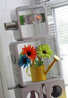 Really fun robot shelf!UK-Eduacation Experiment Site @ http://www.smartyoungthings.co.uk