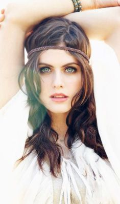 Alexandra Daddario: Top 20 Interesting Facts about this Actress Hollywood Celebrities, Hollywood Actresses, Beautiful Celebrities, Beautiful Actresses, Alexandra Daddario Images, Actrices Hollywood, Brunette Beauty, Beautiful Eyes, Celebs