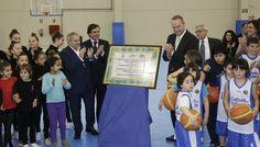 En Manises, inaugurando el Pabellón Municipal Polideportivo 'Alberto Arnal Andrés'