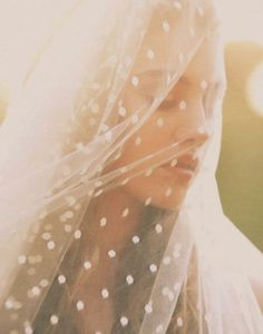 polka dot wedding veil. yes please! im mad about this look!