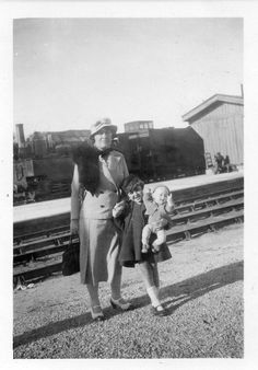 DN218 Photographie Photo Vintage Snapshot poupée doll fillette little girl Femme | eBay