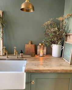 Home Decor Kitchen, Interior Design Kitchen, New Kitchen, Home Kitchens, Kitchen Ideas, Green Interior Design, French Kitchen, Country Kitchen, Green Kitchen Walls