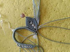 叶の魅(不知原作者起的啥名) 第16步 Macrame Earrings, Macrame Jewelry, Necklace Tutorial, Diy Necklace, Macrame Tutorial, Micro Macrame, Art For Kids, Jewelry Making, Knitting