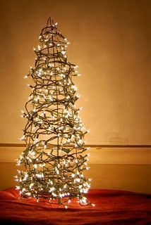 Christmas yard decor trees made out of tomato cages and mini 38 fabulous diy christmas trees that aren actual trees solutioingenieria Image collections