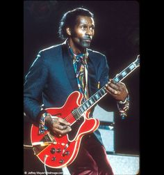 Chuck Berry with Gibson ES 335 Rock Roll, Gibson Es 335, Famous Guitars, Guitar Pics, Chuck Berry, Gretsch, Beautiful Friend, Elvis Presley, Blues