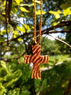 Хрестик з дерева