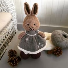 This dress features the border of the beautiful Telja sweater by Jennifer Steingass from By Hand Book Palette yarn in… Knitted Bunnies, Knitted Animals, Bunny Rabbits, Baby Knitting Patterns, Knitting Stitches, Knit Or Crochet, Crochet Hats, Red Holiday Dress, Snow Dress