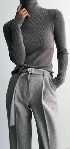 Womens fashion Chic yet comfortable grey business outfit. Work Fashion, Fashion Week, Winter Fashion, Fashion Looks, Fashion Trends, Women's Fashion, Classic Fall Fashion, French Fashion, Fashion Styles