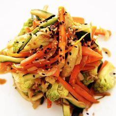 salteado de verduras con sesamo Cena Light, Cabbage, Food, Gastronomia, Stir Fry, Vegetarian Recipes, Legumes, Yogurt, Clean Dinners