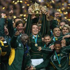 Springboks are gonna bring that trophy home again! Go bokke! World Cup Champions, Rugby World Cup, Rugby League, Rugby Players, Go Bokke, South African Rugby, Pride And Glory, Australian Football, Sports