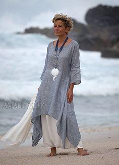 Coastal wedding : blue linen gauze tunic with white sarouel skirt Looks Linen Dresses, Casual Dresses, Fashion Dresses, Fashion Clothes, Maxi Dresses, Dress Outfits, Fashion Over, Look Fashion, Womens Fashion