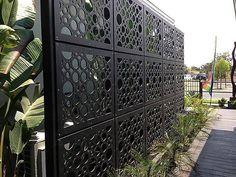 24 Rejas y láminas perforadas perfectas para casas modernas (de GracielaGomezOrefebre)