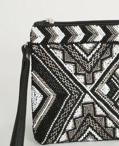 Pochette perlée noir Diy Crop Top, Potli Bags, Boho Bags, Beaded Bags, Purse Styles, Luxury Bags, Leather Working, Clutch Wallet, Beaded Embroidery