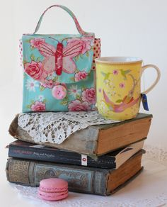 http://www.red-brolly.com/red-brolly/2012/09/sew-chic-butterfly-mugbag.html