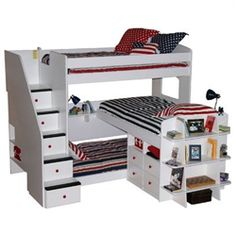 Triple bunk #beds for #kids room definitely a great approach in term of space saving for those families have more children in household and stay...