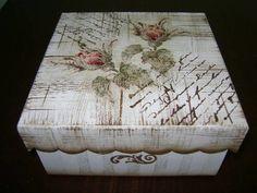 Caixa em MDF, em pátina, com decoupage e carimbos. Acabamento em verniz acríílico fosco ou semi brilho