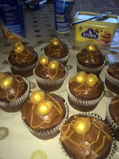 Malteser cupcakes with a caramel centre, galaxy golden eggs and caramel drizzle Malteser Cupcakes, Egg Cupcakes, Centre, Caramel, Eggs, Easter, Baking, Desserts, Food