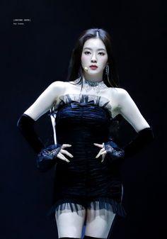 Seulgi, South Korean Girls, Korean Girl Groups, Asian Woman, Asian Girl, Red Velvet Cheesecake, Most Beautiful Faces, Red Velvet Irene, Stage Outfits