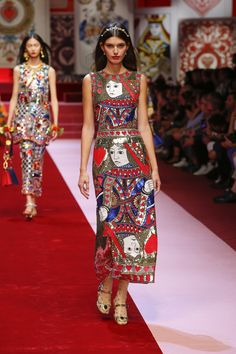 528fb6f47d Discover Videos and Pictures of Dolce  amp  Gabbana Summer 2018 Womenswear  Fashion Show on Dolcegabbana