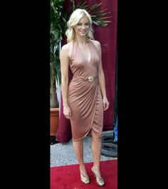 Amy Smart is a vegetarian and a speaker for the 'Heal The Bay' Organization. She was also named one of Organic Style Magazine's 'Women with Organic Style' in 2004