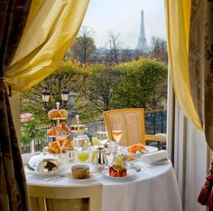 Le Meurice hotel in Paris, France. Breakfast with a view of the Eiffel Tower! Le Meurice, Paris Hotels, Paris Restaurants, Resorts, Piscina Hotel, Little Paris, Philippe Starck, Belle Villa, Paris France