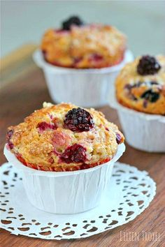 Mixed Berry & Greek Yogurt Muffins by livingtastefully #Muffins #Berry #Yogurt