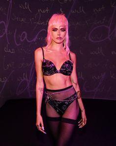 Cara Delevingne, Willow Smith, Demi Moore, Paris Hilton, Bella Hadid, Savage, Fashion Models, Fashion Show, Fashion Trends