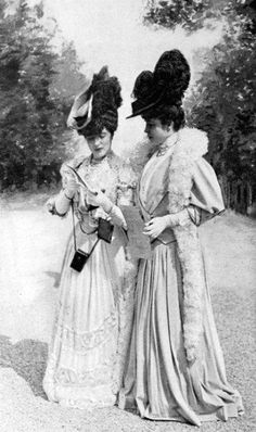 French Fashions from 1905-06    How women were so covered with the very idea of conservativeness from head to toe. (Wig to foot length dress)